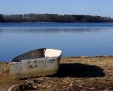row-boat-on-edge-of-water_DSC04163