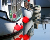 boats-and-red-bouys-at-Portland-waterfront-docks_DSC03812